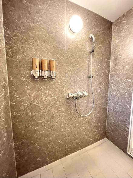 神楽月304号室、シャワー室の写真1