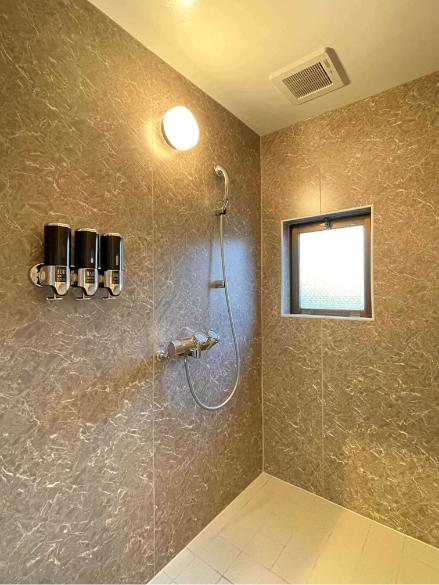 春待月305号室、シャワー室の写真1